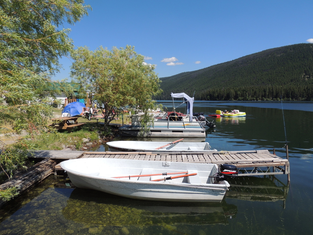 Pontoon fishing boat rentals at marigold fishing resort for Fishing boat rental